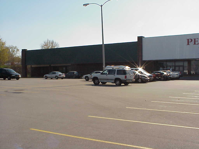 5720 Outer Loop - Available space in mall